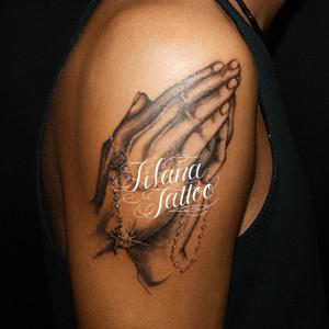 合掌のタトゥー