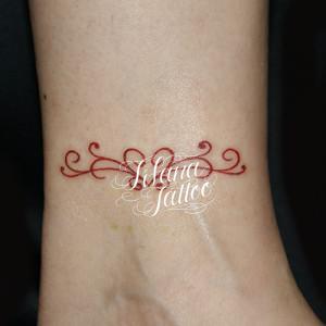 赤いハートのライン・アート・タトゥー