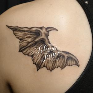 悪魔の羽のタトゥー