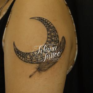 月|羽のタトゥー