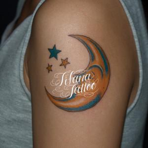 月と星のタトゥー