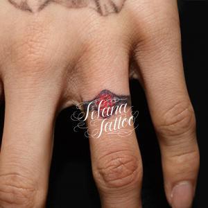 指輪のタトゥー