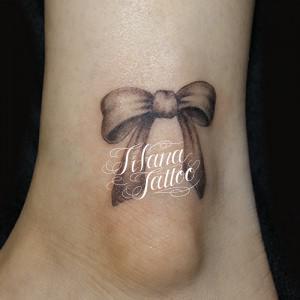 リボンのタトゥー