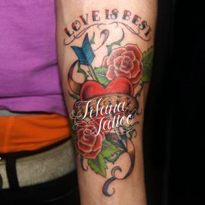 ハートと薔薇のタトゥー