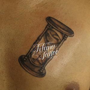 砂時計のタトゥー