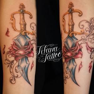 ダガー|薔薇のタトゥー