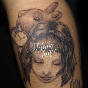 女の子とうさぎのタトゥー