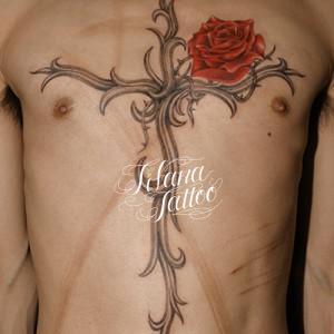 イバラのクロスのタトゥー