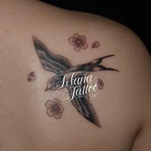 燕と桜のタトゥー