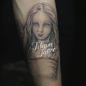 幼い女神のタトゥー