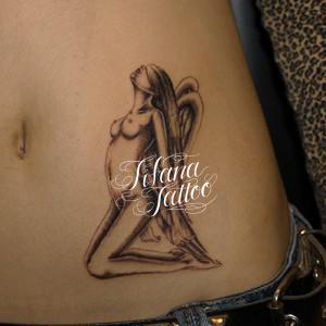 目隠しされた女神のタトゥー