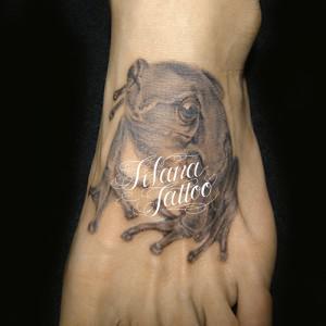 蛙のタトゥー