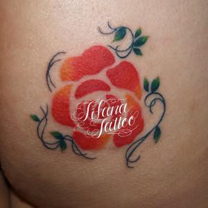 薔薇のガールズタトゥー