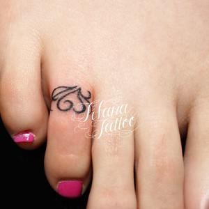 足の指のワンポイントタトゥー