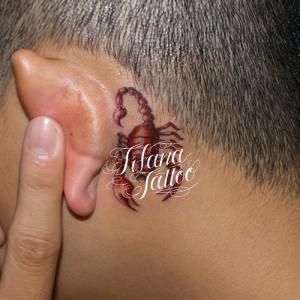 赤い蠍のタトゥー