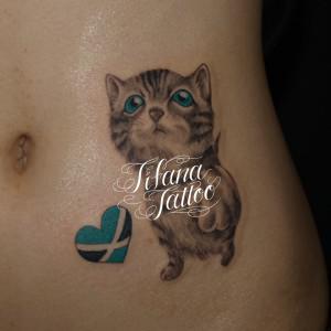 可愛らしい猫のタトゥー
