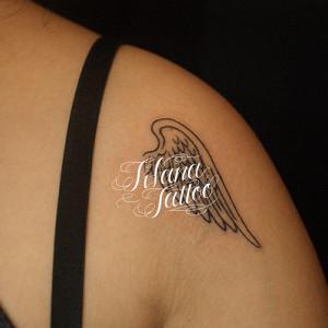 片翼のタトゥー