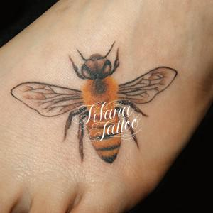 蜂のタトゥー