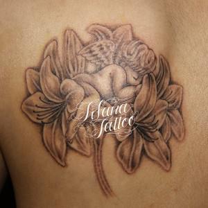 天使と百合のタトゥー