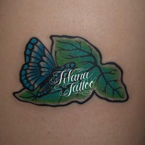 蝶と葉っぱのタトゥー