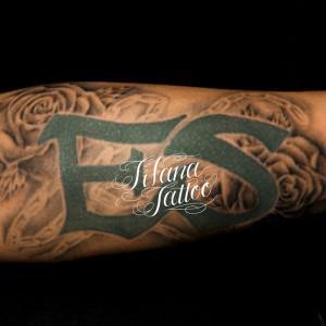 文字|薔薇のタトゥー