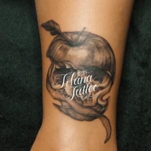 リンゴ|スカルのタトゥー