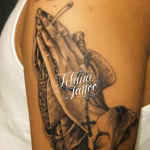 合掌|ロザリオ|タコスのタトゥー