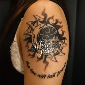 太陽|月|文字のタトゥー