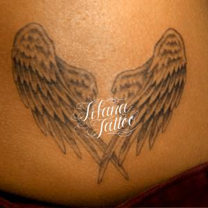 折りたたんだ翼のタトゥー