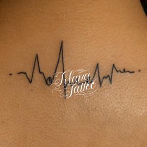 心電図のタトゥー