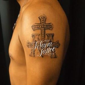 不思議のメダイのタトゥー