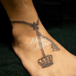 王冠|イニシャルのアンクレット・タトゥー