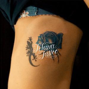 青い薔薇と蜥蜴のタトゥー