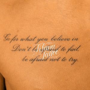 筆記体のタトゥー