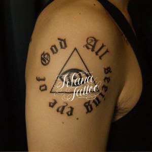 図形と文字のタトゥー