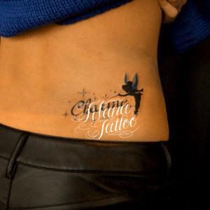 妖精と文字のタトゥー
