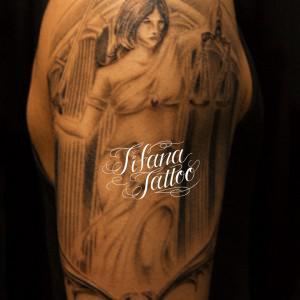正義の女神のタトゥー