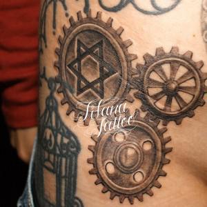 歯車のタトゥー