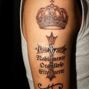 王冠|クロスのタトゥー
