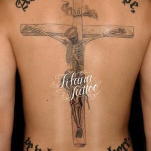 スカル|磔刑のタトゥー
