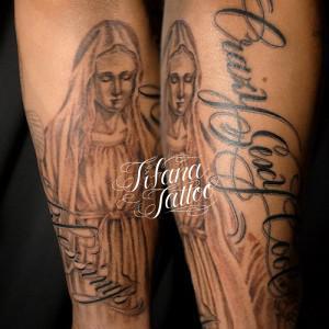 マリア様|文字のタトゥー