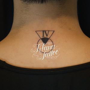ローマ数字と図形のタトゥー