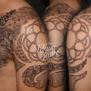 幾何学模様と獏のタトゥー