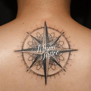 幾何学模様のコンパス・タトゥー