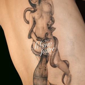 蛇|女|楽器のタトゥー