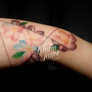 図形とさくらのタトゥー