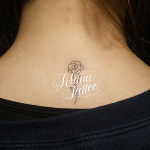 薔薇のアウトライン・タトゥー