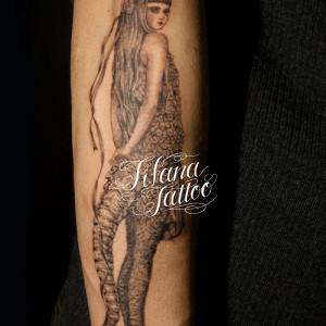女性のタトゥー