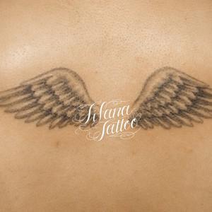 翼のタトゥー