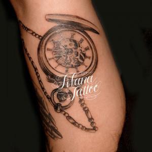 懐中時計のタトゥー